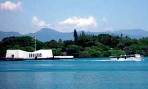 The Arizona Memorial Tour free ferry takes visitors between the Arizona Museum and the Arizona Memorial.